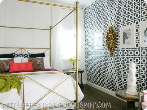 love this brass bed and the one accent wall of wallpaper. pillows also done nicely #masterbedroomHouse Inspiration, Bedrooms Makeovers, Colors Bedrooms, Vintage Revival, Awesome Bedrooms, Master Bedrooms, Stencils Wall, Vintage Inspiration, Accent Walls