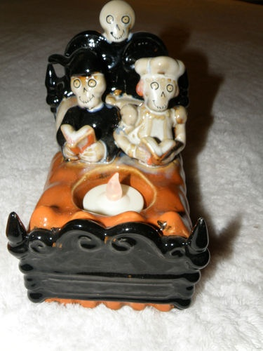YANKEE CANDLE BONEY BUNCH 2010 COUPLE IN BED TEA LIGHT HOLDER HOLDER NEW IN BOX