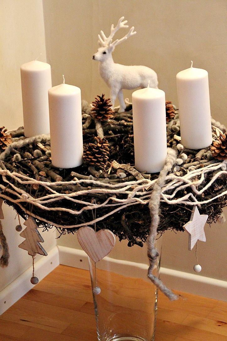 heute zeige ich euch meinen adventskranz in weiss und natur der in der wohnk che seinen platz. Black Bedroom Furniture Sets. Home Design Ideas