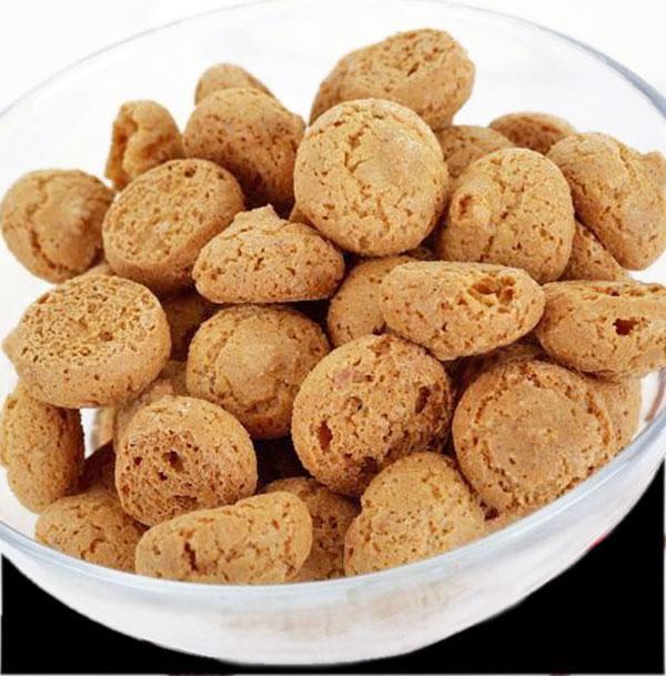Los amaretti son unas pastas secas de almendra muy típicas en Italia, deliciosas para acompañar el té o el café. La receta es muy fácil.