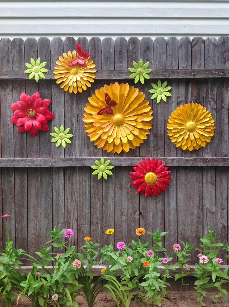 Summer Fun Metal Flower Fence Art Marigold Red Flowers W