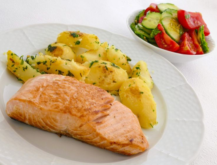 """Rastlinná nátierka """"Hummus"""" (od alfabio) na ražnom chlebíku so zeleninkou. Dobré ráno a dobrú chuť Dnes sme varili spolu. Stano doniesol suroviny. V ťažkýc"""