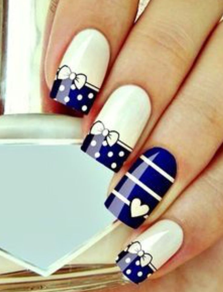 Cute navy and white nails!