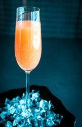 Cocktail Bellini (pêche et champagne) un cocktail delicat parfait pour les fêtes