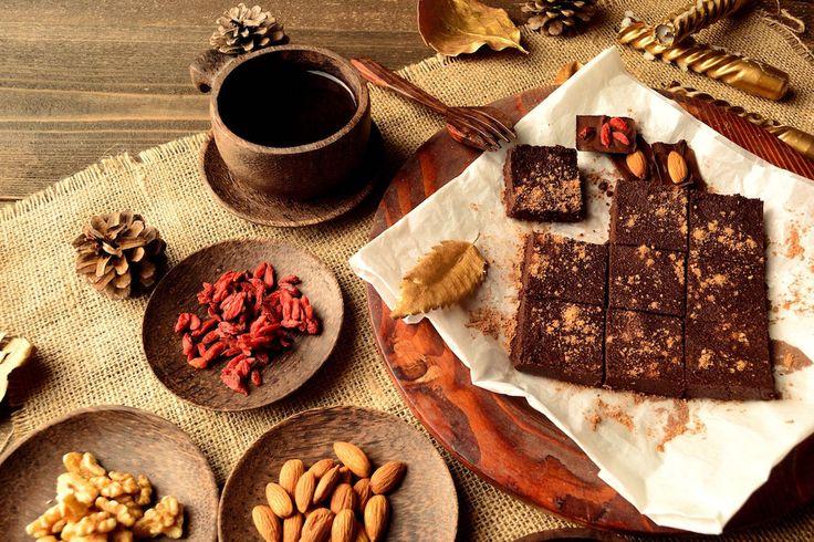 Brownie raw vegan, desertul superm fără zahăr și fără foc.