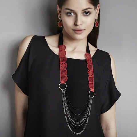 Richelieu Collection - Scalloped Side Stripes Necklace