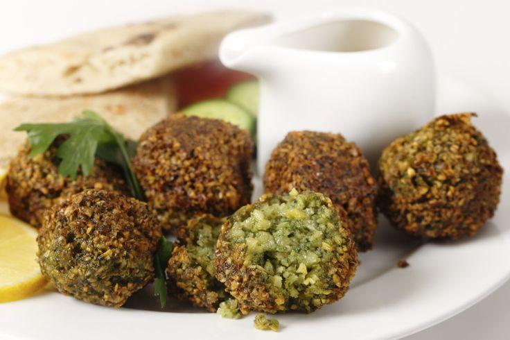 O Falafel é um delicioso bolinho de grão de bico árabe repleto de sabor e saúde, experimente! ;)