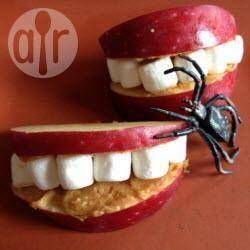 Dents de vampire à la pomme pour Halloween @ allrecipes.fr