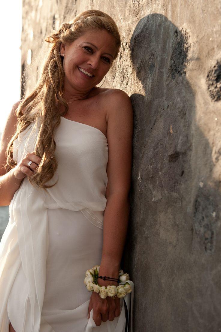 Beautiful Bride simple wedding dress Ancient greek Santorini