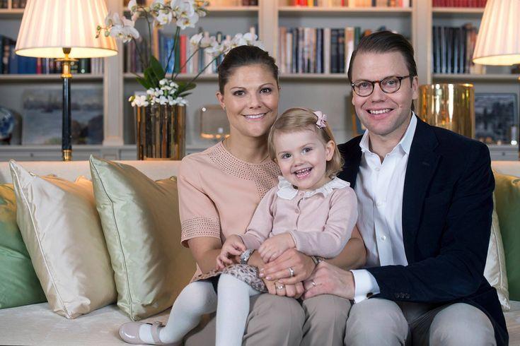 Victoria di Svezia in attesa del secondo figlio / Foto - Arriverà a marzo il secondo figlio della principessa Victoria e del principe Daniel. L'annuncio reale su Facebook. - Read full story here: http://www.fashiontimes.it/2015/09/victoria-di-svezia-in-attesa-del-secondo-figlio-foto/