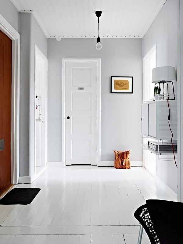 Vita golv och grå väggar