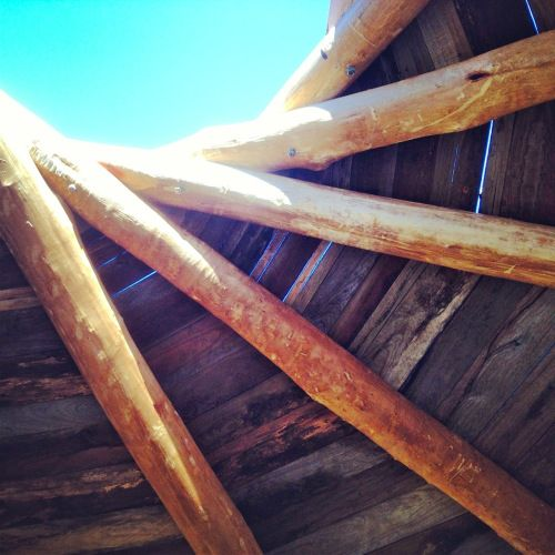 Roundhouse build: making a Reciprocal Roof « Milkwood: homesteading skills for city & country
