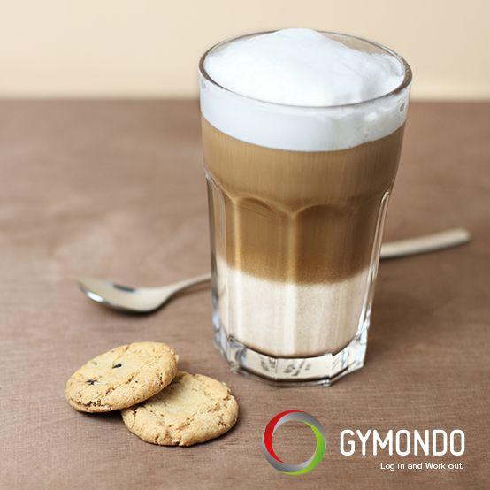 Schwarzer Kaffee hat gerade einmal 4 kcal auf 100 ml - das ändert sich aber schlagartig, wenn aus dem Kaffee ein Milchkaffee, Cappucchino oder Latte Macchiato wird. Besonders tückisch wird es, wenn noch ein Caramell-Sirup für den extra guten Geschmack dazugegeben wird. Wer Kalorien sparen will, sollte seinen Kaffee wieder schwarz trinken. #coffee