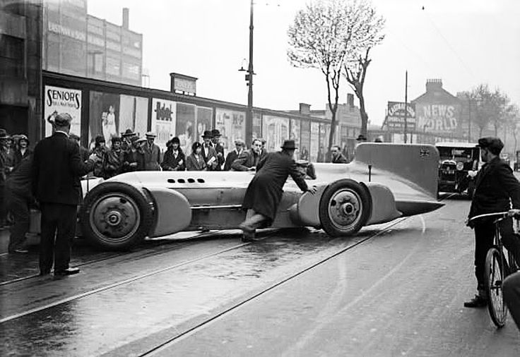 With his new Bluebird he set yet another record when he hit 253.09 MPH ...