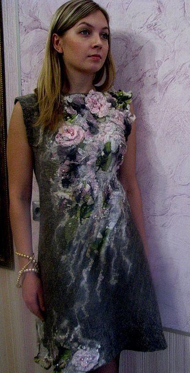 Купить или заказать Валяное платье 'Фея  Цветочных Грез' в интернет-магазине на Ярмарке Мастеров. Техника 'нунофелтинг'. Все цветы - объемные и как живые, за счет применения спецтехник В качестве подклада - привалян натуральный маргеланский шелк. На спине - шнуровка, которая позволяет регулировать размер. Это платье скажет всё за свою хозяйку.