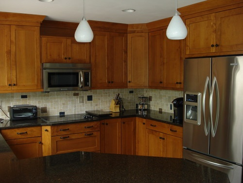 Brookhaven cabinets maple wood with nutmeg stain home for Brookhaven kitchen cabinets