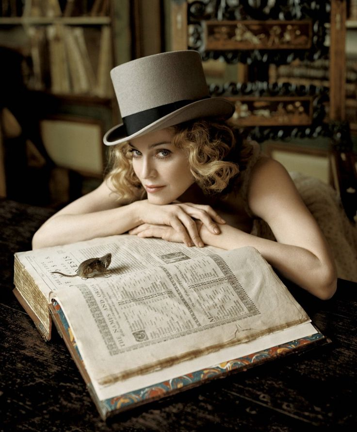 Madonna? Pics of celebrities reading - Page 4 - Kittyradio Forums