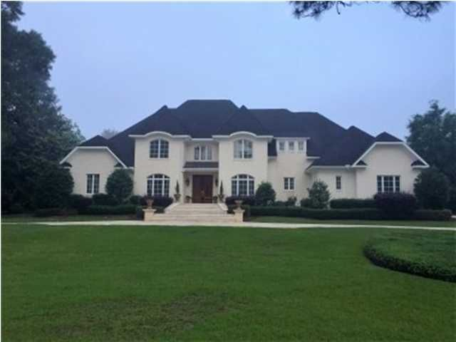 5 full bathrooms 3 half baths 12 acre lot 4 car garage steam bathbrick exteriorswhite - Luxury Homes Exterior Brick
