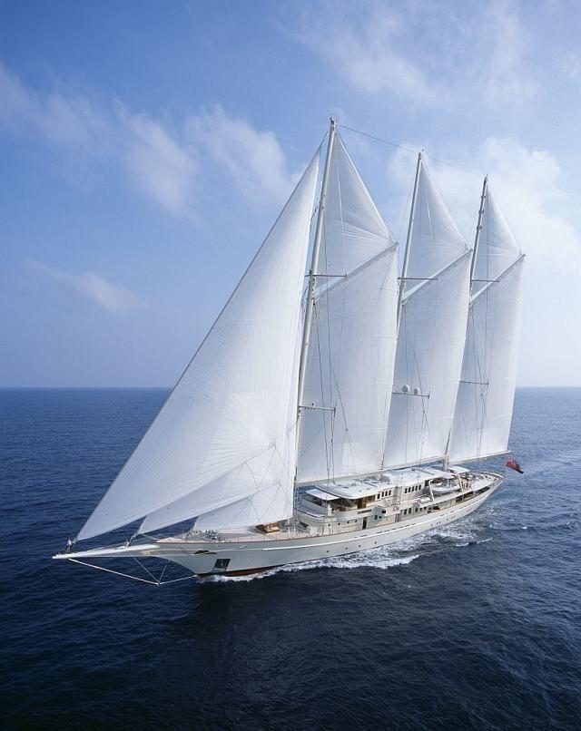 A espetacular ATHENA é um veleiro clássico adaptado aos tempos modernos.Combinando o talento de Pie