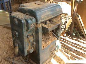 Maquinas para Empezar a Fabricar Muebles     Bienvenido: http://madera-fina.blogspot.com/2009/07/maquinas-para-empezar-fabricar-muebles.ht...