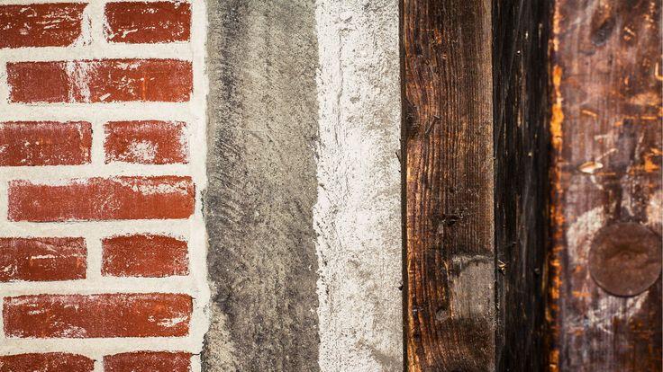 Fire nøgler til restaurering : 1. Originalitet (oprindelighed) defineres  som den grad af ægthed, som bygningen besidder på et givent tidspunkt i sit procesforløb 2. Autencitet Autenticitet (troværdighed) defineres som den ægthed og gyldighed, hvormed bygningen fremtræder 3. Idenditet Identitet (fremtoning, eng. appearance) defineres som det udseende, den fremtoning og personlige karakter 4. Narrativitet Narrativitet (fortælleværdi) defineres som den fortælleevne, bygningen besidder og har…