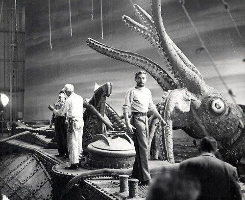 ‎James Mason, roll neck jumper and high waist trousers, the only way a Chap should fight a rubber squid. 20,000 Leagues Under The Sea.