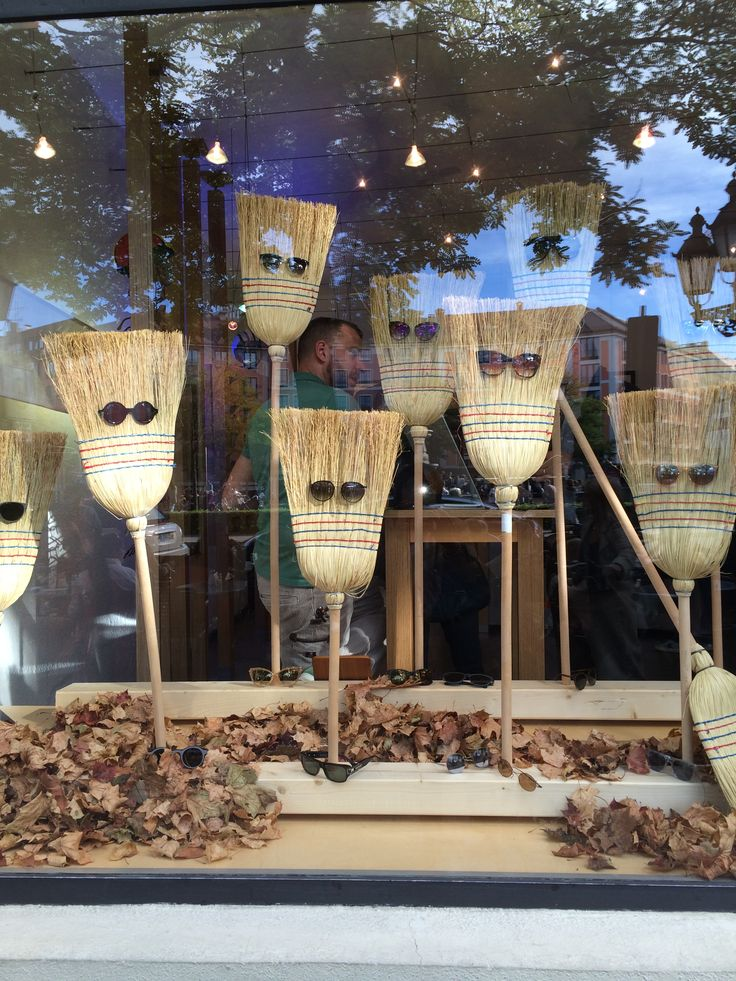 A great way to bring Autumn into your windows - not sure if this is actually an opticians - but it's fun!