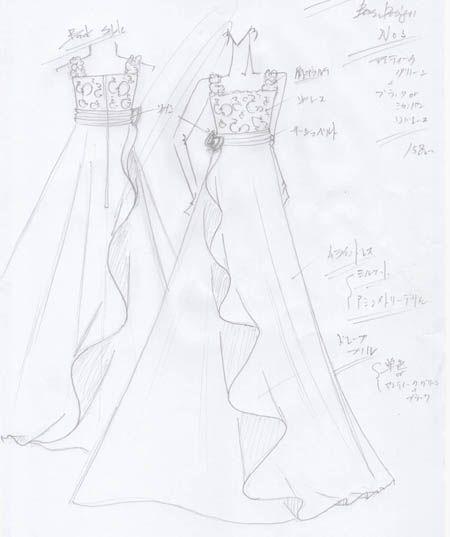 神奈川県の音楽大学に通うお客様にドレスを制作。アンティークグリーンとシャンパンカラーのバイオリンのコンクールドレス。160cmサイズ。ジュニアサイズドレス。左右非対称デザインのスカート。ドレープフイルが特徴。