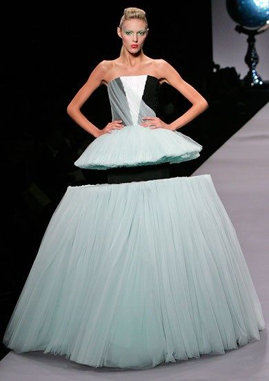 Viktor & Rolf Spring 2010 very interesting take on a ballgown dress