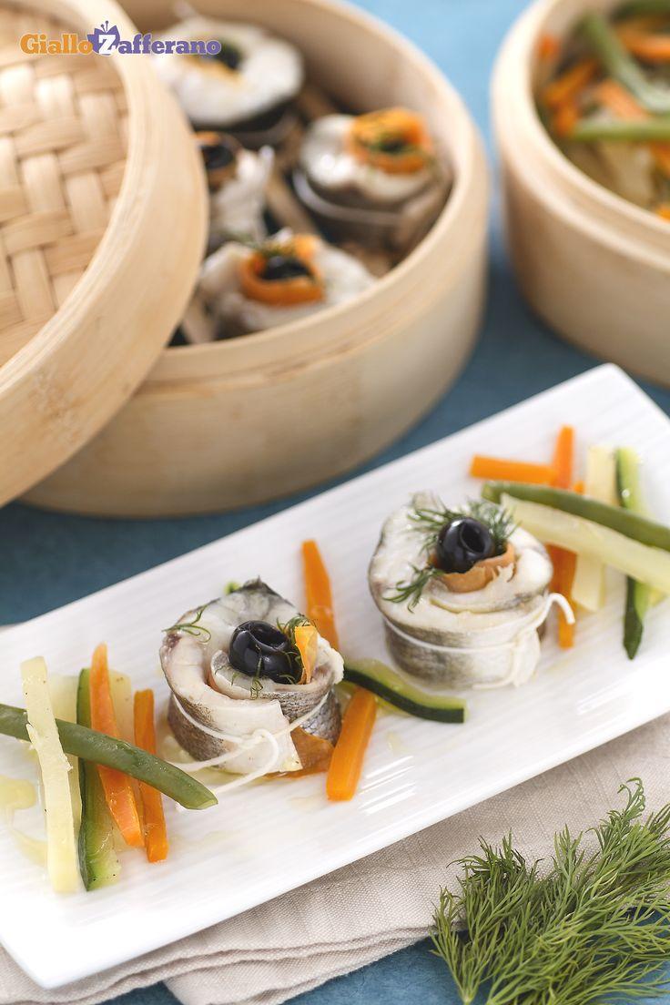 Branzino al vapore con verdure: un piatto ricco di gusto che ti farà innamorare al primo assaggio!   [Steamed sea bass with vegetables]