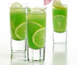 Play the perfect st patrick 39 s day host with this citrus for Green alcoholic drinks recipes
