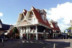 Woningbouw met winkels De Postkoets, Laren 1974-1979