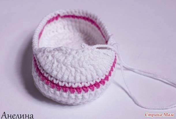 Aprende a tejer escarpines, patucos, zapatillas de bebe al crochet paso a paso excelente tutorial en imágenes.
