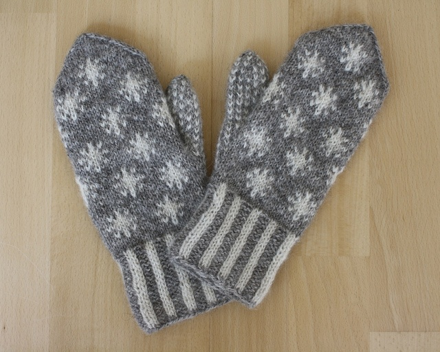 Knitting Pattern For Snowflake Mittens : Snowflake Mittens pattern by Maschas Maschen
