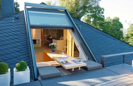 Das geöffnete OpenAir-Dachfenster ermöglicht den freien Zugang zur Dachterrasse (Foto 925_0032)
