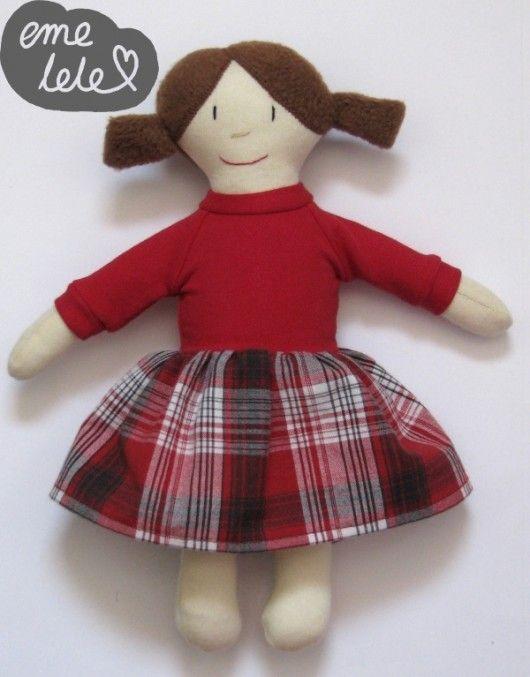 Lalka w czerwonej sukience