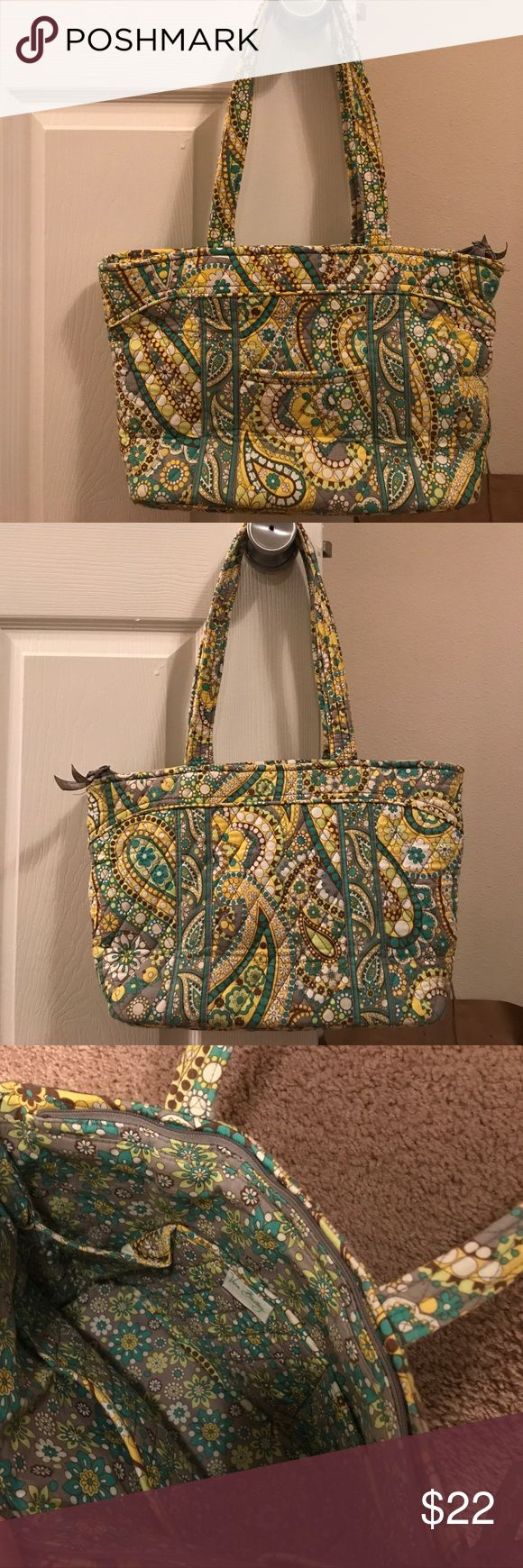 Vera Bradley medium sized handbag purse EXCELLENT barely used condition. Zero interior or exterior flaws. Lovely summer/spring pattern! One exterior pocket, zipper closure at top of bag, and 6 interior pockets. Smoke free home Vera Bradley Bags Shoulder Bags