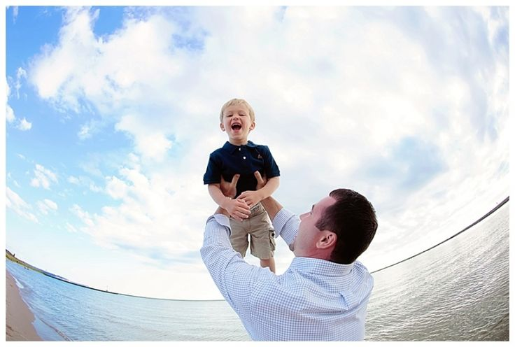 Boy being tossed in the air on the beach | Rayan Anastor Photography | Frankfort Family Photographer