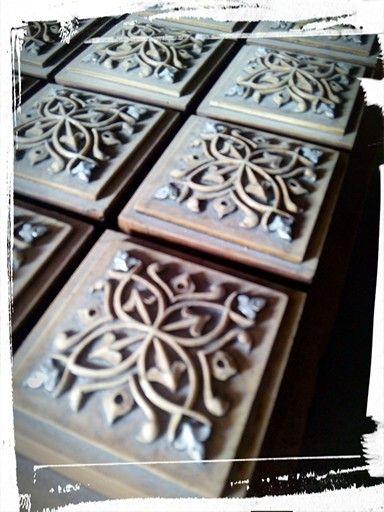 Reproducciones en Relieve para Proyectos de Interiorismo, talla en madera, molde de silicona y contramolde con producciones en resina.
