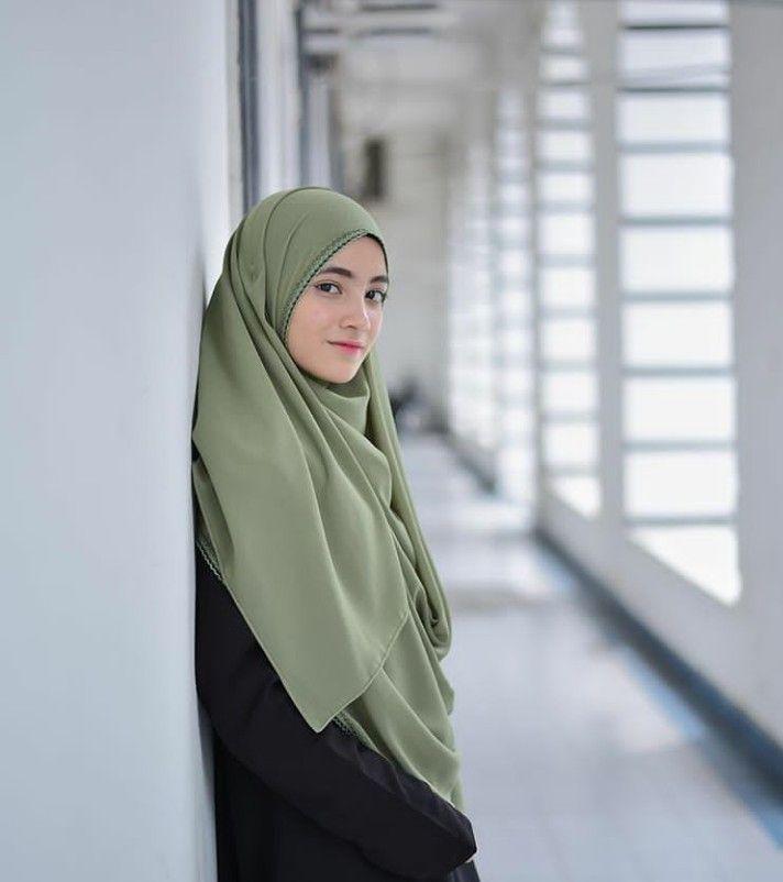 Tiny muslim woman — 10