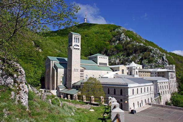 L'Abbazia - Santuario di Montevergine  in primavera