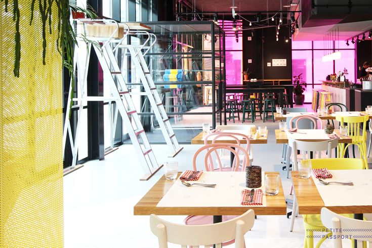 New!  Today is the official opening of The Pool, the new restaurant of The Student Hotel. I've been there this Friday and have to say: it's pretty amazing! The Student Hotel is a place students can stay when they study in Amsterdam (and Rotterdam...