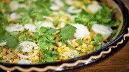 Mais-Salat mit Koriander in einer Schüssel