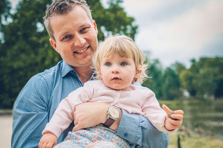 Séance Laetitia, Stéphane et Maëla, photo extérieur Bois de Vincennes, île de Reuilly et Île de Bercy, papa avec sa fille