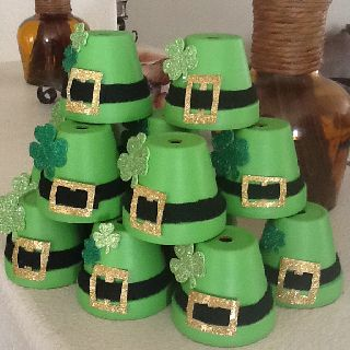 St. Patti's day decor... Small gardening pots, green paint, black felt, glitter paper