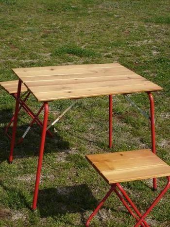 デイキャンプデビューしよう!お洒落なキャンプグッズでアウトドアを ... イタリア製のCastelmerlinoのテーブル。ローテーブルやベンチ、チェアも揃っています