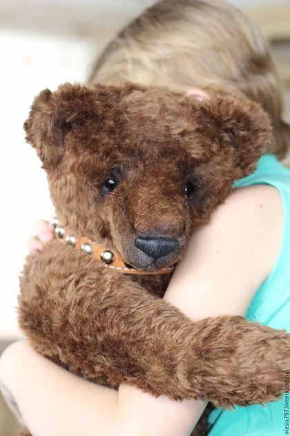 Купить или заказать Жили-Были... в интернет-магазине на Ярмарке Мастеров. Хочу познакомить вас с моим любимым мишкой... Настоящий классический медведь. Странно, что я его до сих пор не показывала, видимо всему виной моя рассеянность)... Этот малыш был номинантом в конкурсе Тедди Мастер в декабре 2016 года на выставке Хелло Тедди в номинации Русский Размер. Обожаю его! Мишка сшит из немецкого мохера, рост 63 см, внутри ревун.