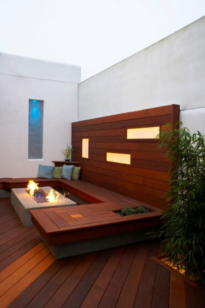 interesting idea for a privacy wall with bench seating on the back deck