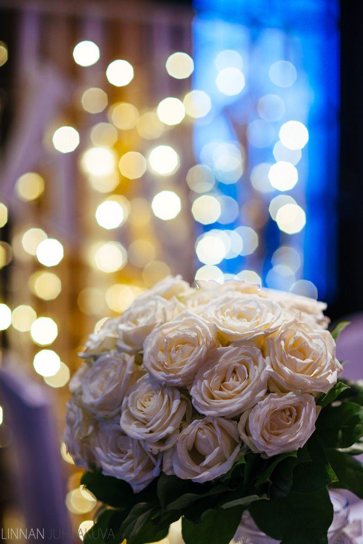Hääkimppu.  #wedding #flowers #weddingbucket #bucket #white #roses #häät #ruusu #valkoinen #kimppu #hääkimppu #hääkukat