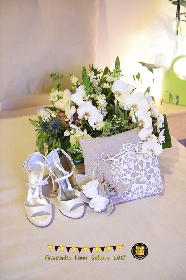 cuscino portafedi con accessori sposa